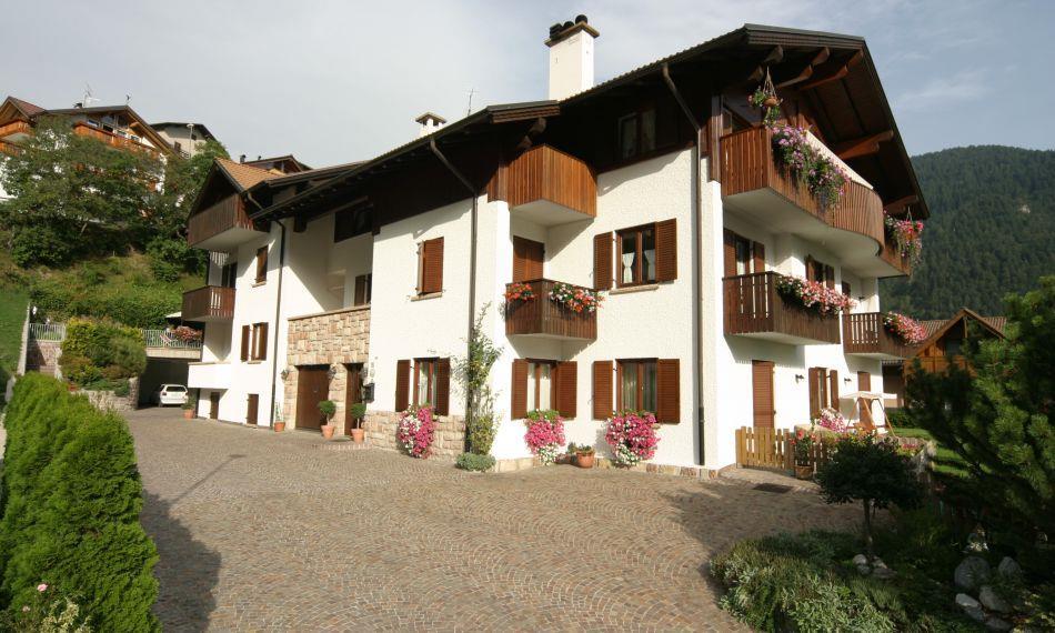 23-9300-Itálie-Molveno-Apartmánový-dům-Flowers-Villa-Giardino