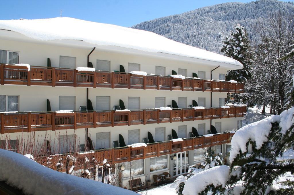 28-11108-Itálie-Molveno-Hotel-Miralago-pouze-pro-dospělé-osoby