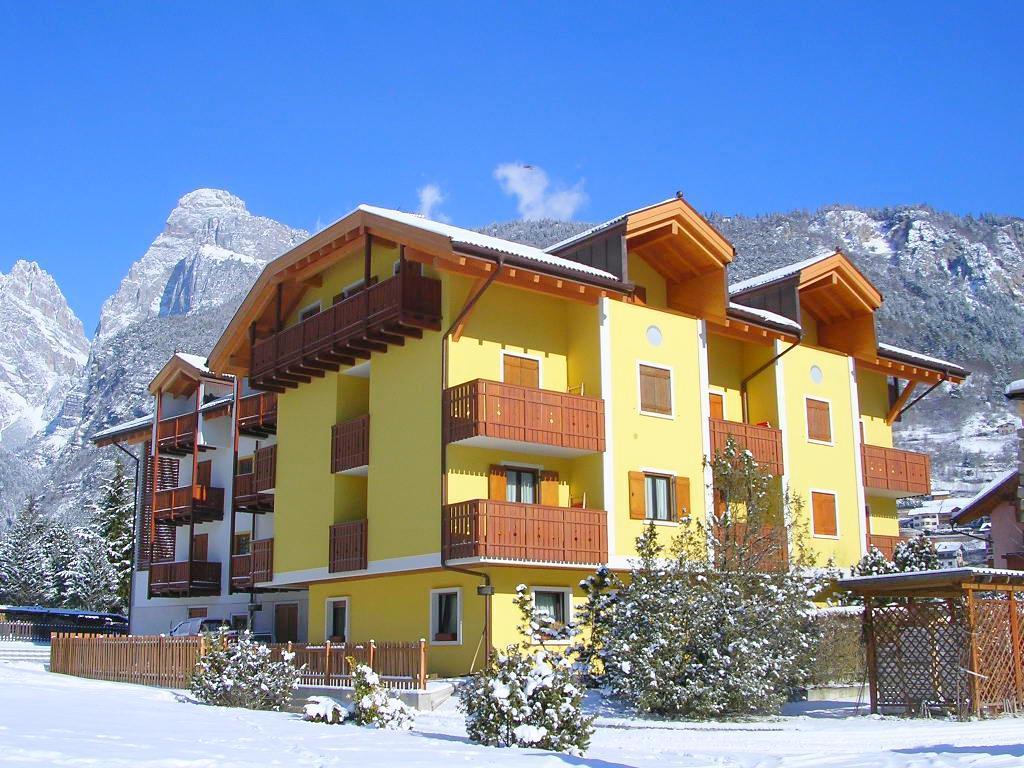 Pojeďte lyžovat do rodinného střediska v srdci Brentských Dolomit