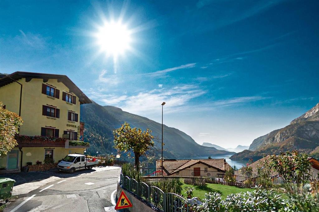 28-11706-Itálie-Molveno-Hotel-Aurora-–-6denní-lyžařský-balíček-se-skipasem-a-dopravou-v-ceně-88928